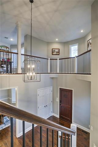 5501 N Woodhaven Lane, Parkville, MO 64152 (#2172912) :: Kansas City Homes
