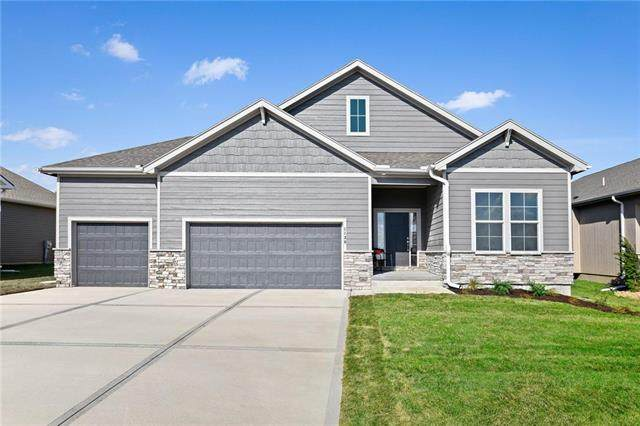 1130 SW Cheshire Drive, Lee's Summit, MO 64083 (#2212417) :: Edie Waters Network