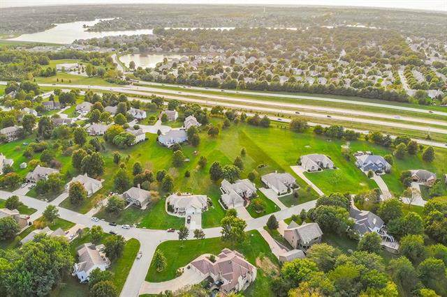 4147 SE Paddock Drive, Lee's Summit, MO 64082 (#2240757) :: Dani Beyer Real Estate