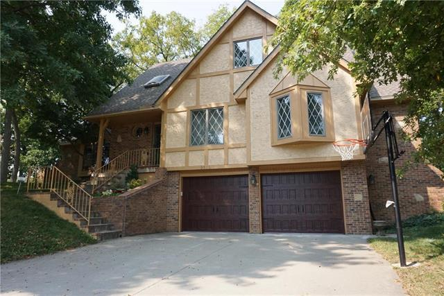 3832 S Willis Court, Independence, MO 64055 (#2068325) :: Edie Waters Network