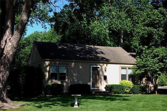 8238 Goodman Street, Overland Park, KS 66204 (#2106734) :: Edie Waters Network