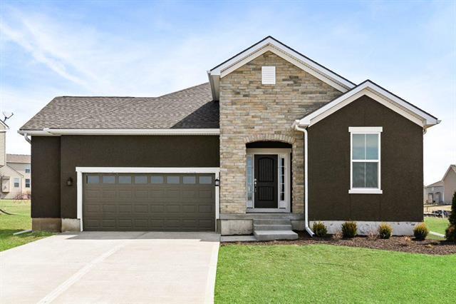8823 Sunray Drive, Lenexa, KS 66227 (#2137179) :: House of Couse Group