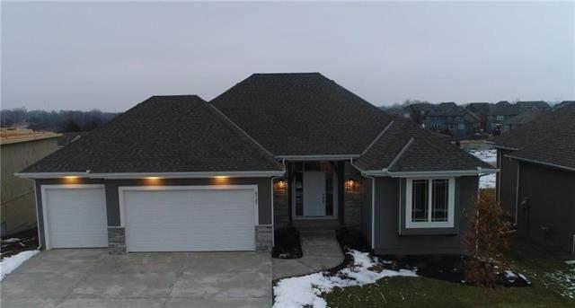 8327 Pickering Street, Lenexa, KS 66227 (#2153821) :: Eric Craig Real Estate Team