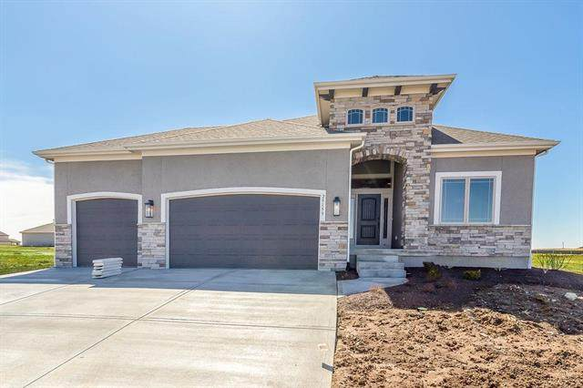 25155 W 112th Terrace, Olathe, KS 66061 (#2188645) :: House of Couse Group