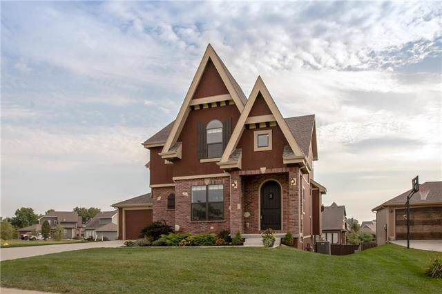 1268 SW Wysteria Drive, Lee's Summit, MO 64082 (#2189985) :: Clemons Home Team/ReMax Innovations