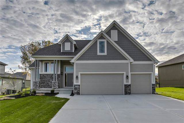 8607 Shady Bend Road, Lenexa, KS 66227 (#2190074) :: The Shannon Lyon Group - ReeceNichols