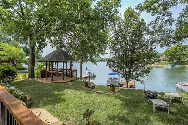 155 NW North Shore Drive, Lake Waukomis, MO 64151 (#2230381) :: Dani Beyer Real Estate