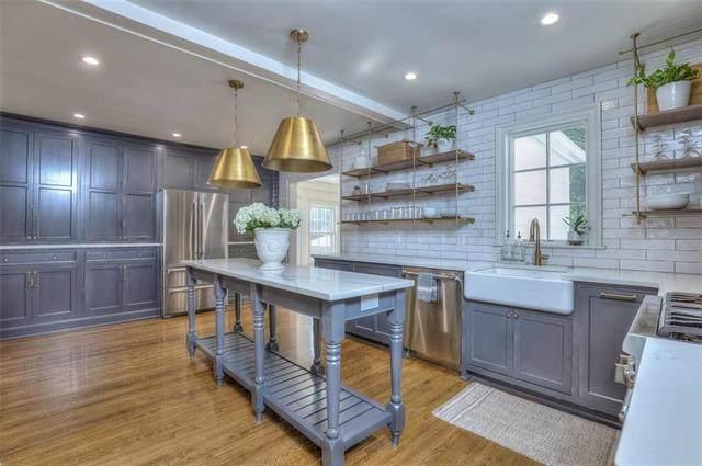 8004 Lee Boulevard, Leawood, KS 66206 (#2243414) :: Five-Star Homes