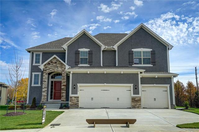1529 Grandshire Drive, Raymore, MO 64083 (#2096064) :: House of Couse Group