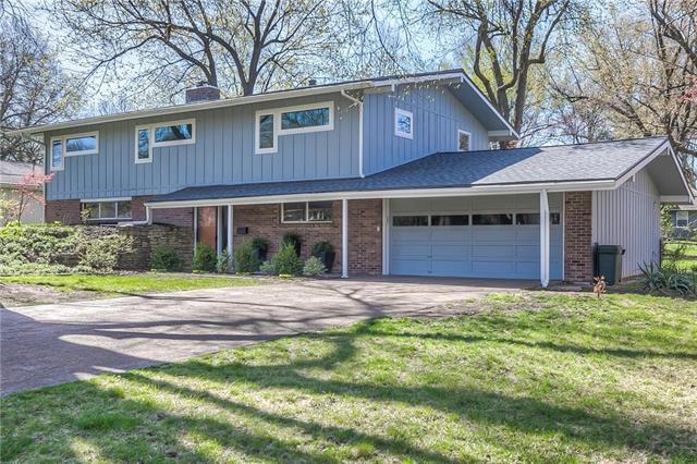 5207 W 79th Terrace, Prairie Village, KS 66208 (#2103961) :: Char MacCallum Real Estate Group