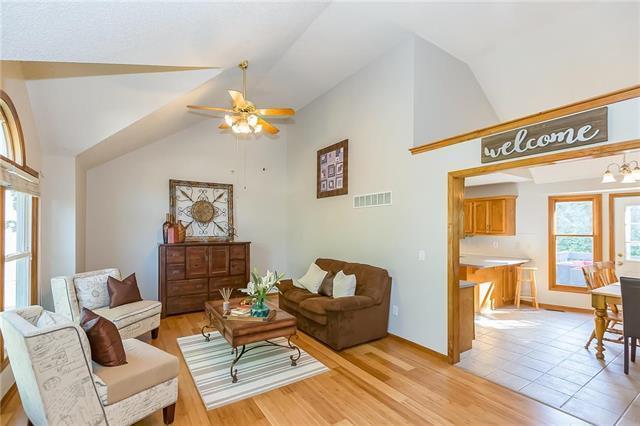 8519 N Mcdonald Avenue, Kansas City, MO 64153 (#2128014) :: Char MacCallum Real Estate Group