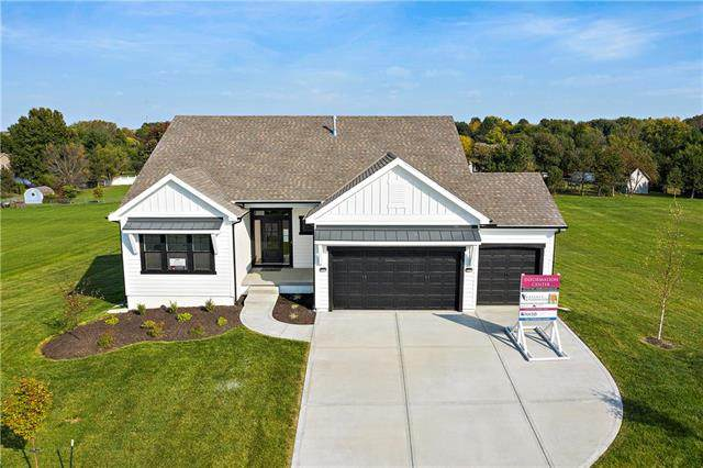 12151 S Quail Ridge Drive, Olathe, KS 66061 (#2197280) :: Dani Beyer Real Estate