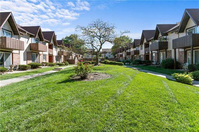 6226 Robinson Street #4, Overland Park, KS 66202 (#2339972) :: Ask Cathy Marketing Group, LLC
