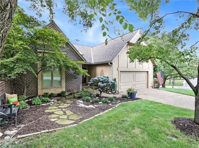 12516 Linden Street, Leawood, KS 66209 (#2119125) :: Char MacCallum Real Estate Group