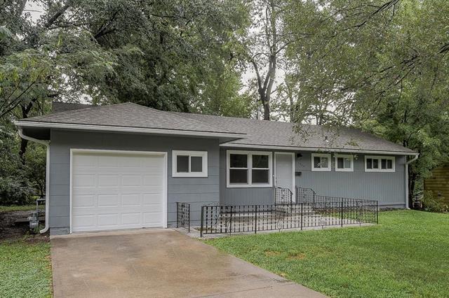 7904 E 112th Street, Kansas City, MO 64134 (#2127684) :: Char MacCallum Real Estate Group