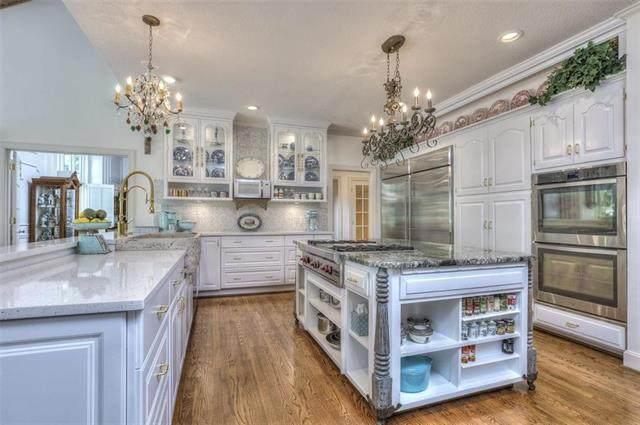4100 W 126th Street, Leawood, KS 66209 (#2218870) :: Ron Henderson & Associates