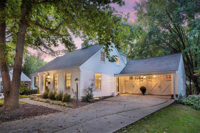 8004 Lee Boulevard, Leawood, KS 66206 (#2243414) :: Edie Waters Network