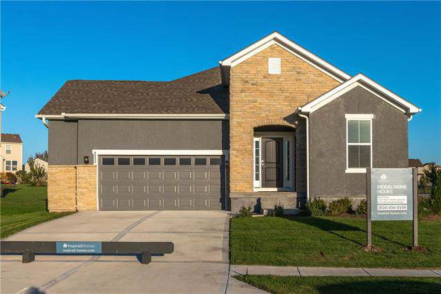 8823 Sunray Drive, Lenexa, KS 66227 (#2137179) :: The Shannon Lyon Group - ReeceNichols