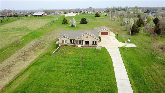 17950 Evans Road, Tonganoxie, KS 66086 (#2158180) :: House of Couse Group