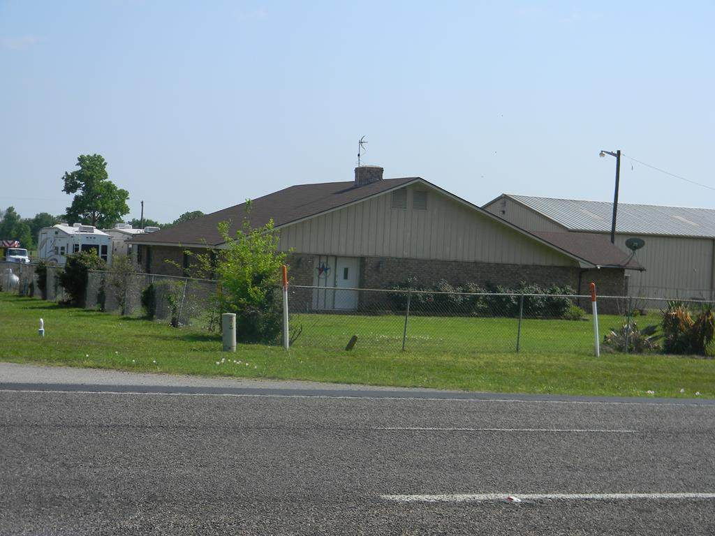 11277 Hwy 31 West - Photo 1