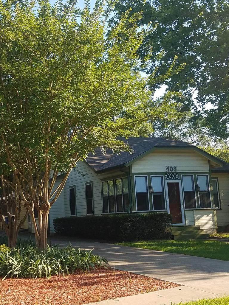 108 W Woodland Street - Photo 1