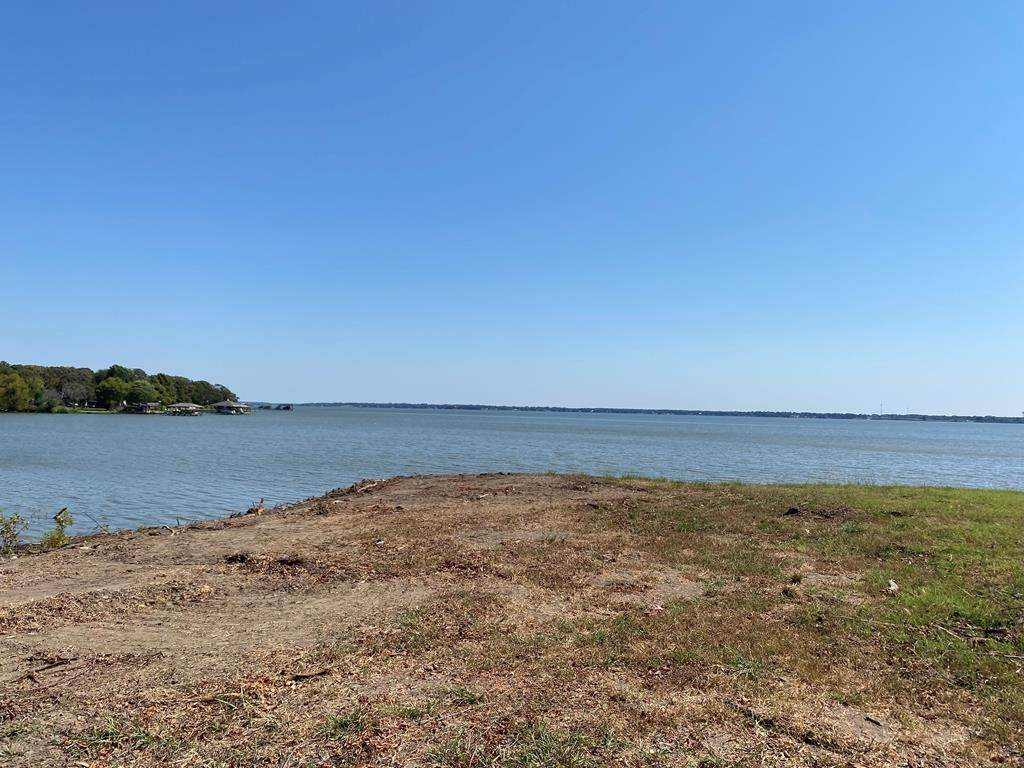 726 Lakeshore Drive - Photo 1