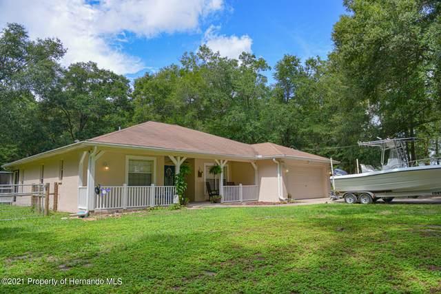 8477 Foxfire Road, Brooksville, FL 34613 (MLS #2214182) :: Premier Home Experts