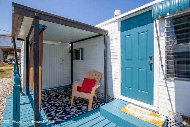5454 Circle Drive, Weeki Wachee, FL 34607 (MLS #2217174) :: Premier Home Experts