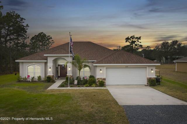 16167 Medrick Road, Weeki Wachee, FL 34614 (MLS #2213994) :: Premier Home Experts