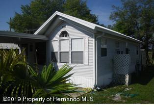 9580 Gray Fox Drive, Weeki Wachee, FL 34613 (MLS #2202175) :: The Hardy Team - RE/MAX Marketing Specialists