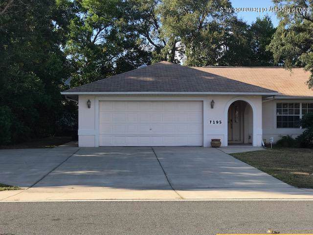 7195 Pinehurst Drive, Spring Hill, FL 34606 (MLS #2205238) :: Premier Home Experts