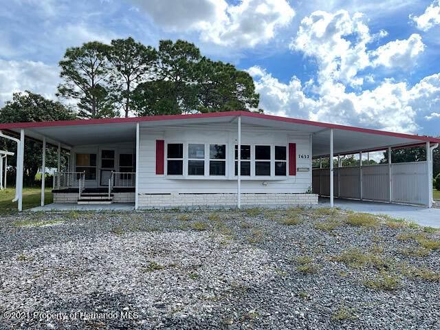 7632 Dinsmore Street, Brooksville, FL 34613 (MLS #2220288) :: Dalton Wade Real Estate Group