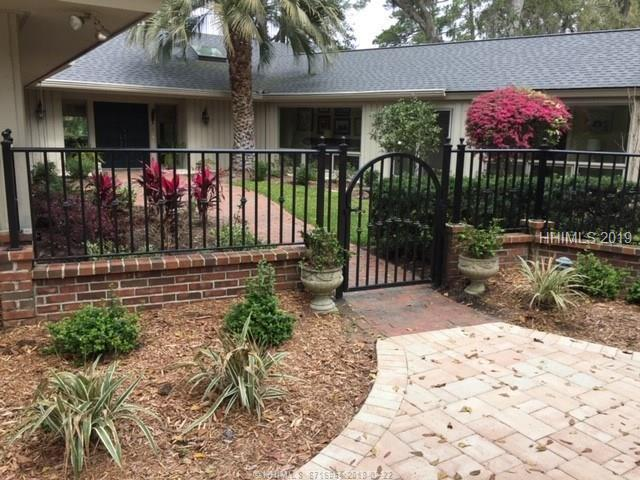 13 Twin Pines Court, Hilton Head Island, SC 29928 (MLS #392024) :: Collins Group Realty