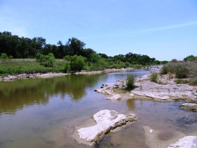 201 Indian Bend W, Llano, TX 78643 (#144441) :: The ZinaSells Group