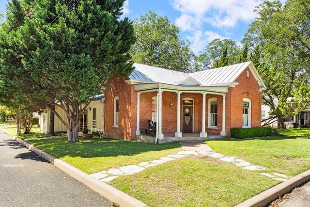 301 W Creek St, Fredericksburg, TX 78624 (MLS #76546) :: Absolute Charm Real Estate