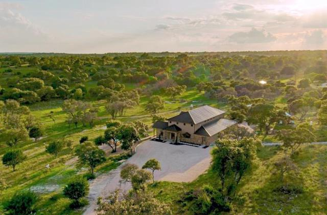 723 S Breezy Hills Dr, Fredericksburg, TX 78624 (MLS #76917) :: Absolute Charm Real Estate