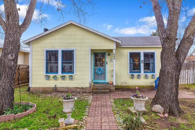 203 W Park St, Fredericksburg, TX 78624 (MLS #76948) :: Absolute Charm Real Estate
