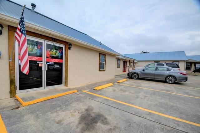 843 -- Sidney Baker, Kerrville, TX 78028 (MLS #78660) :: Reata Ranch Realty
