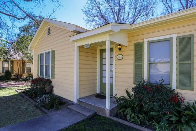 215 W Travis St, Fredericksburg, TX 78624 (MLS #81394) :: Reata Ranch Realty