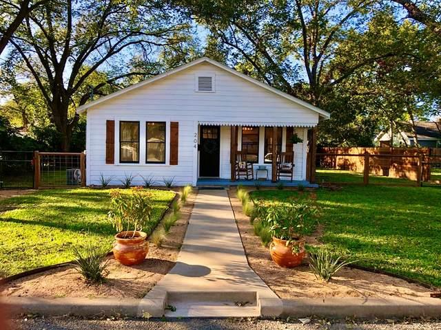 204 S Edison St, Fredericksburg, TX 78624 (MLS #83052) :: Reata Ranch Realty