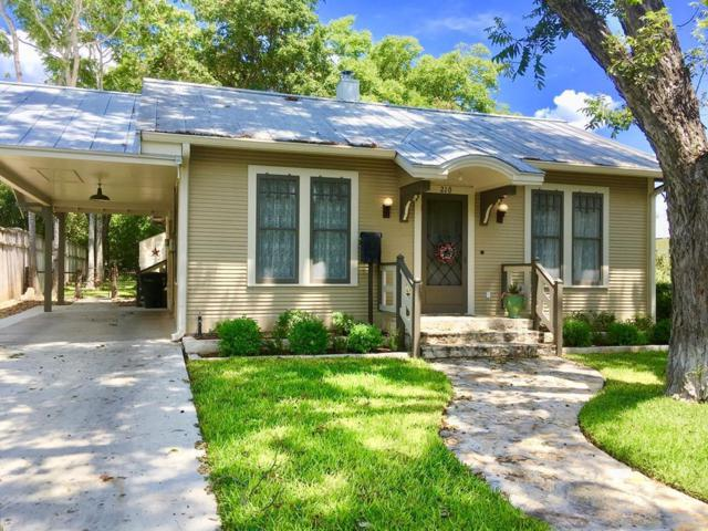210 E Travis St, Fredericksburg, TX 78624 (MLS #76418) :: Absolute Charm Real Estate