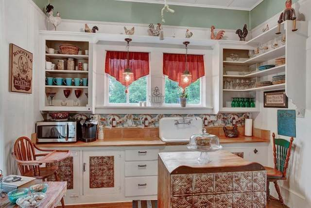 307 S Creek St, Fredericksburg, TX 78624 (MLS #80701) :: Reata Ranch Realty
