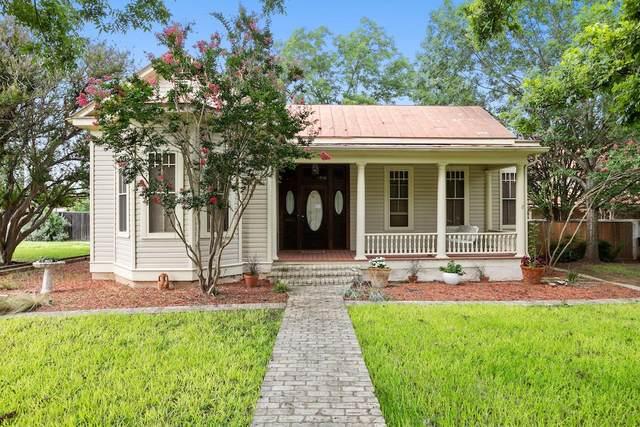 710 W Schubert St, Fredericksburg, TX 78624 (MLS #81532) :: The Glover Homes & Land Group