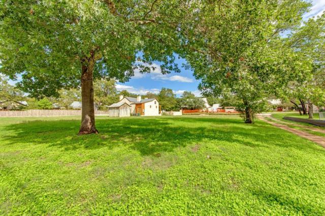 210 W Mistletoe St, Fredericksburg, TX 78624 (MLS #76596) :: Absolute Charm Real Estate