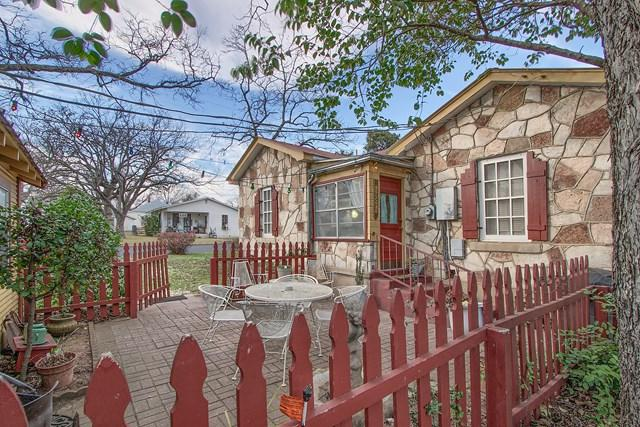 215 W College St, Fredericksburg, TX 78624 (MLS #75301) :: Absolute Charm Real Estate