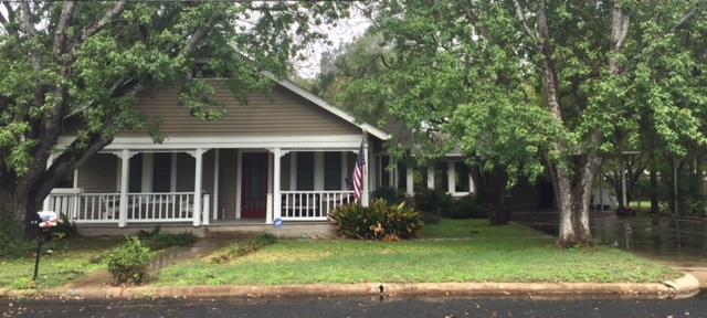 802 E San Antonio St, Fredericksburg, TX 78624 (MLS #76517) :: Absolute Charm Real Estate