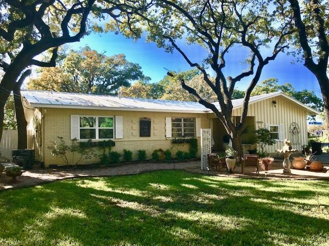 1201 -- Crenwelge Dr, Fredericksburg, TX 78624 (MLS #76698) :: Absolute Charm Real Estate