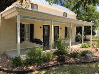 608 W Schubert St, Fredericksburg, TX 78624 (MLS #76745) :: Absolute Charm Real Estate