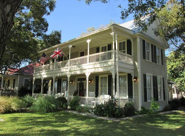 312 E Travis St, Fredericksburg, TX 78624 (MLS #77715) :: Reata Ranch Realty