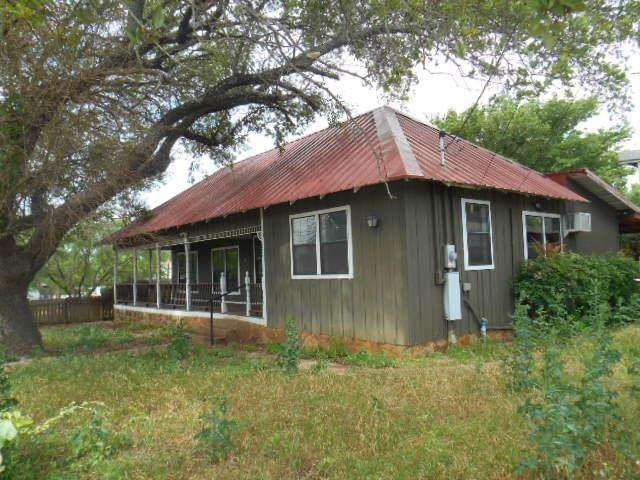 654 N Live Oak St, Mason, TX 76856 (MLS #82115) :: Reata Ranch Realty